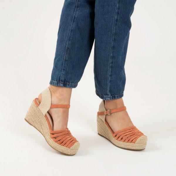 sandales-compensees-ajourees-beiges vanessa wu